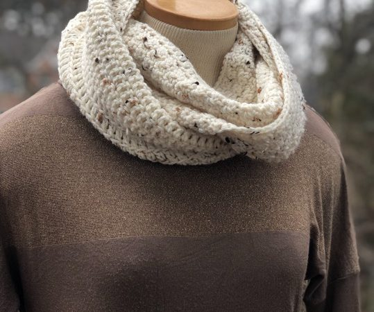 Lemon Peel Mobius Cowl, a crochet pattern