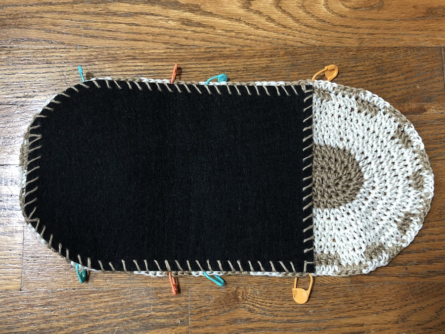 Attaching the felt lining, and placing stitch markers.