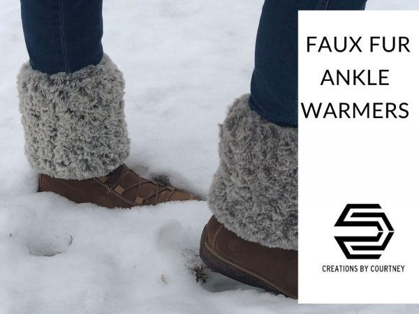 The Faux Fur Ankle Warmers are stylish and practical for cold days. Add a touch of soft to any pair of ankle boots for a brand new look! You can adjust the size for the perfect fit.